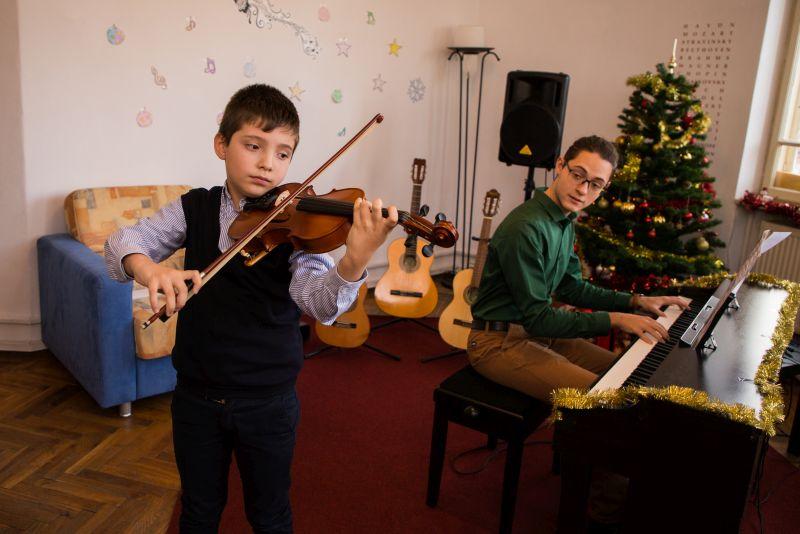 echipa scoala de muzica Symphony