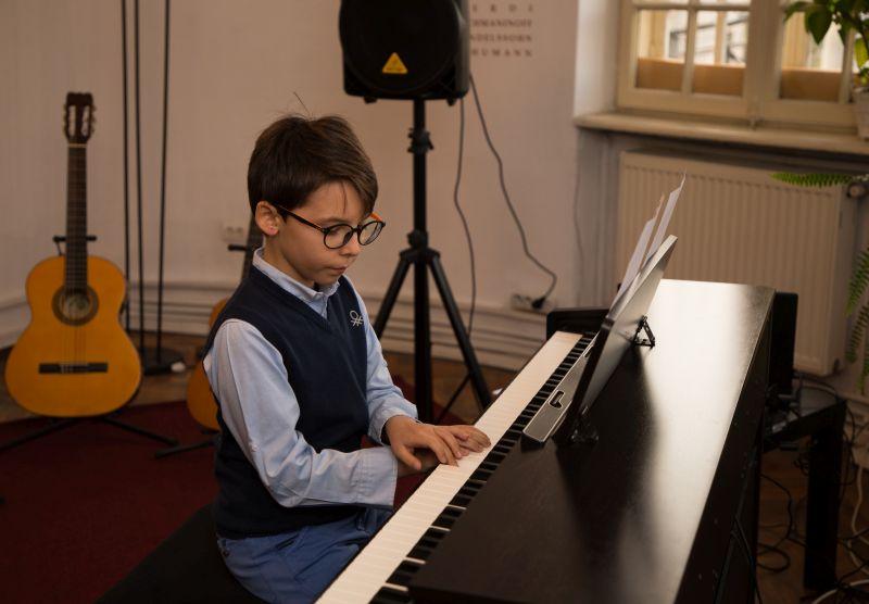 lectie de pian scoala de muzica Symphony