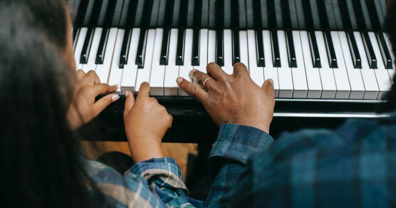Studiul Muzicii in Dezvoltarea Copiilor. Interviu cu un Psiholog